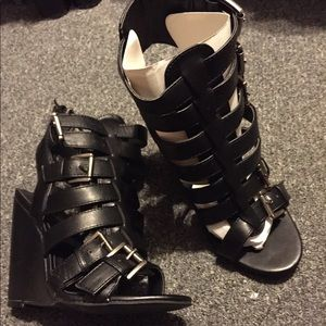 Black Strappy Buckle Wedges Open Toe 7 NEW